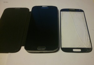 Prasklý displej u mobilního telefonu Samsung